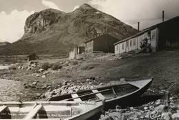 GJENDEBU: Gjendebu er Den Norske Turistforenings eldste hytte. Den ble vedtatt bygd i november 1868, 10 måneder etter at foreningen ble stiftet - Foto: Henriksen & Steen