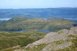 Sæthertjønna og Stegalia troner foran Storvatnet mot vest. - Foto: Bjørn Ove Finseth