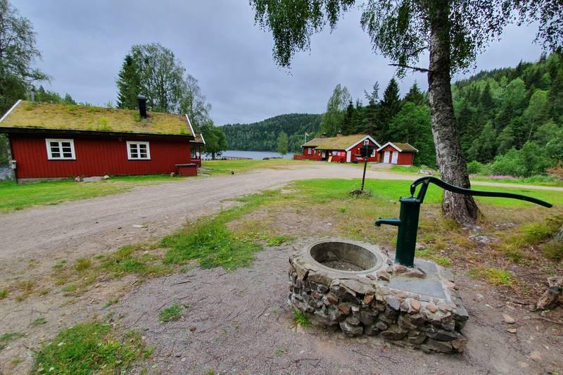 Brønnen forsyner begge hyttene med vann
