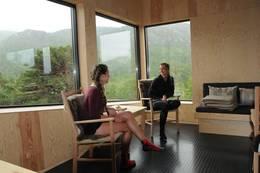 Live Mossefinn og Katharina Rudjord slapper av i utsiktshjørnet. Foto Torgunn Skrudland - Foto: Torgunn Skrudland