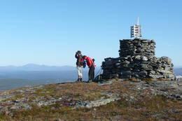 Toppvarden på Rensfjellet er trolig den største i sitt slag på Rensfjellet. -  Foto: Foto: Roar Dørum