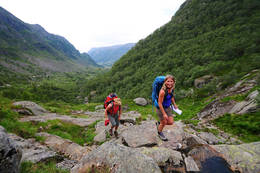 Austdalen, Eikebrekka helt bak i bildet - Foto: Kjell Helle-Olsen