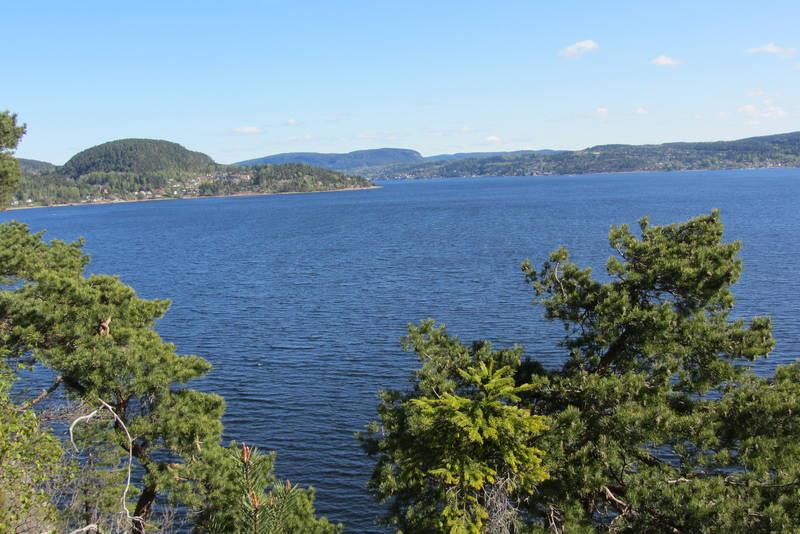 Utsikten fra sydspissen av Bjerkøya.