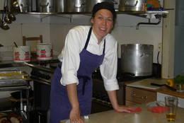 Klar til innsats på kjøkkenet - Foto: Ukjent
