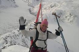 På tur over Besseggen vinterstid - Foto: www.bessheim.no