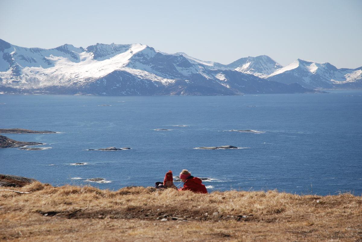 Hillesøya har lite snø og er klar for barmarksturer tidlig på sesongen.
