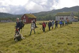 På lang rekke ut fra Bleskestadmoen - Foto: Odd Inge Worsøe