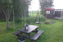 Spiseplass med bålpanne og utedo - Foto: Dag Olav Brækkan