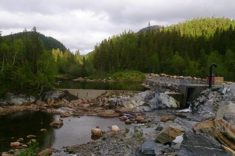 Tausdalsmoen. Dam ved inntak til kraftverk.