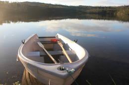 Båten venter på Stabbursvannet - Foto: Tor Magne Andreassen