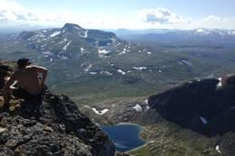 På toppen av Store Åselitinden 1177 m.o.h. -  Foto: Alexander K. Tollefsen