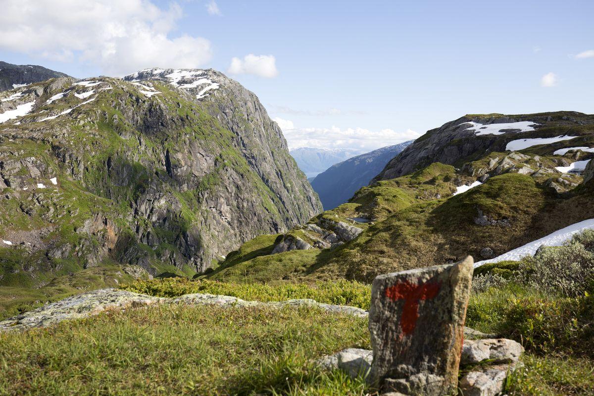 Mot Hardangerfjorden og Folgaefonna