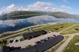Utsikt mot Hallingskarvet og Strandavatnet - Foto: