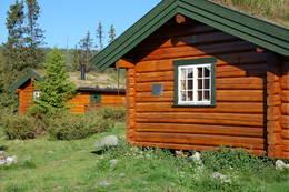 Hytta i bakgrunnen er ubetjent hytte.