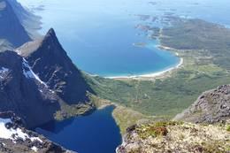 Utsikt fra toppen mot Brennviksanden -  Foto: Petter Michael Hovland