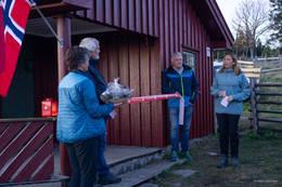 Varaordfører Silje Hafslund (til høyre) holdt tale og klippet båndet - Foto: Helge Stikbakke
