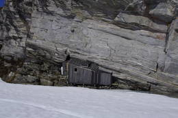Fieldfarehytta sett fra isen på vannet - Foto: Jan-Morten Nilsen