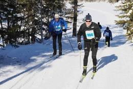 Jens Vig til v og Jonas Gahr Støre holdt bra tempo i motbakken etter Tjuvtjern. Hauern 2011 -  Foto: Tom Helgesen