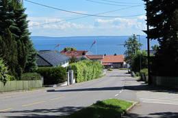 Bakken ned mot det øvre torget i Åsgårdstrand - Foto: Ukjent