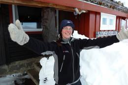 Vertinne Anette Berglund ønsker velkommen til Storerikvollen. - Foto: Jonny Remmereit