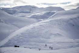På vei opp mot Sveindalsnuten. - Foto: Ukjent