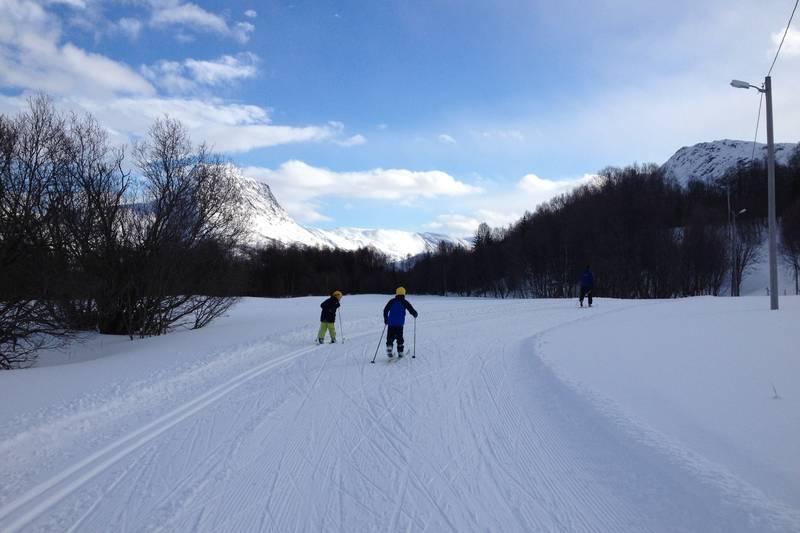 Saga skianlegg er godt preparert og i bruk av både unge og gamle