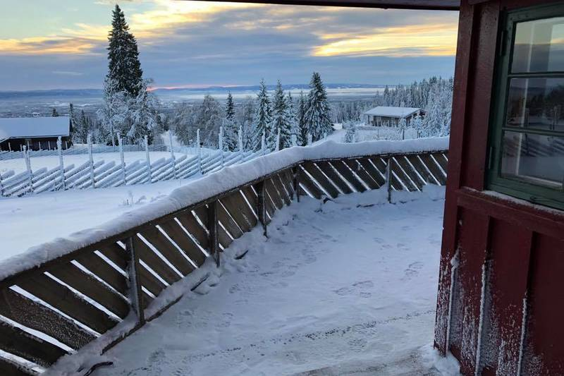 Nydelig utsikt fra hytteterrassen.