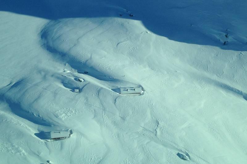 Snørik vinter på Langavatn. Ser du hyttene?