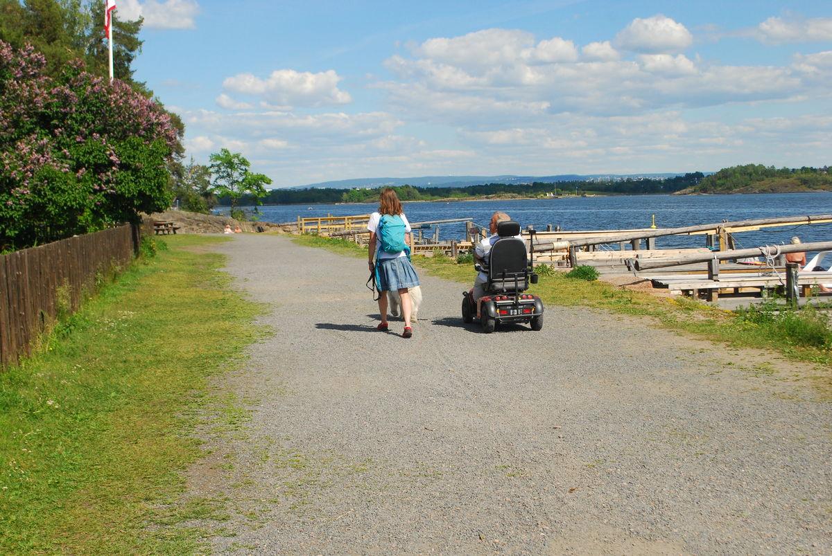 Kyststien går videre fra Veritas og rundt hele Høvik, men den er ikke tilgjengelig for rullestol.