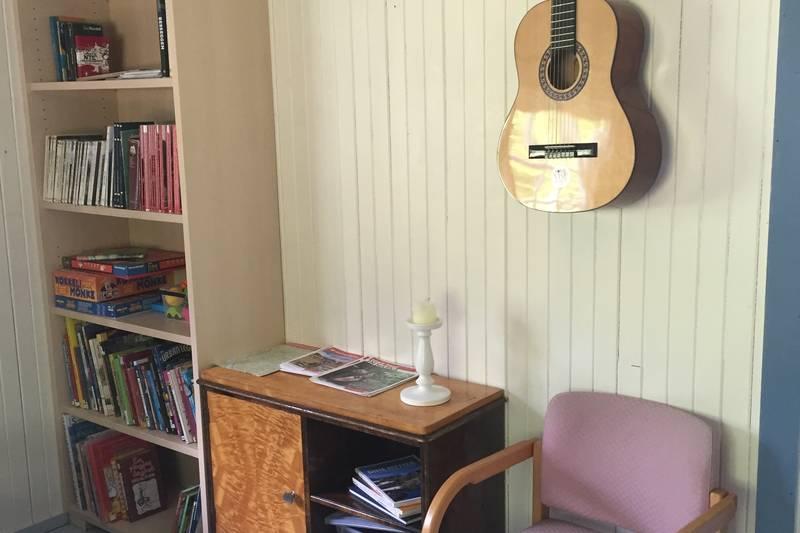 Spill, bøker, leker og gitar