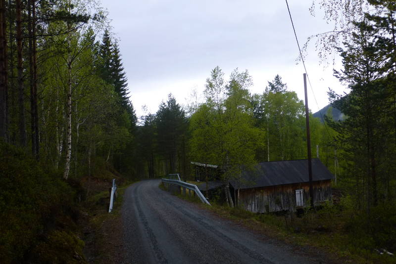 Utgangspunkt alt.2 til Sindresetra. Ta til venstre etter brua.