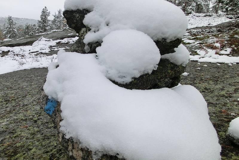 Velaustur på første snøfall i oktober. Glatt og sleipt