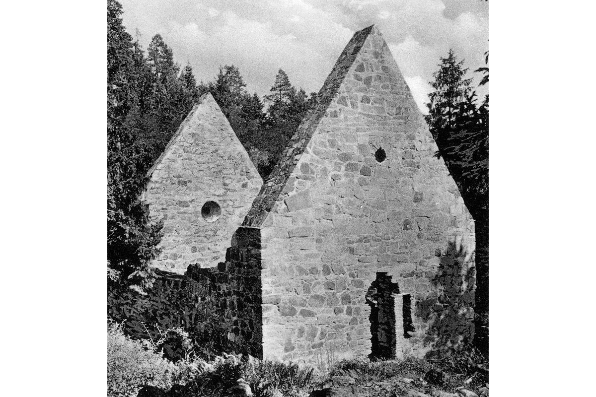 Løvøykapellet som ruin