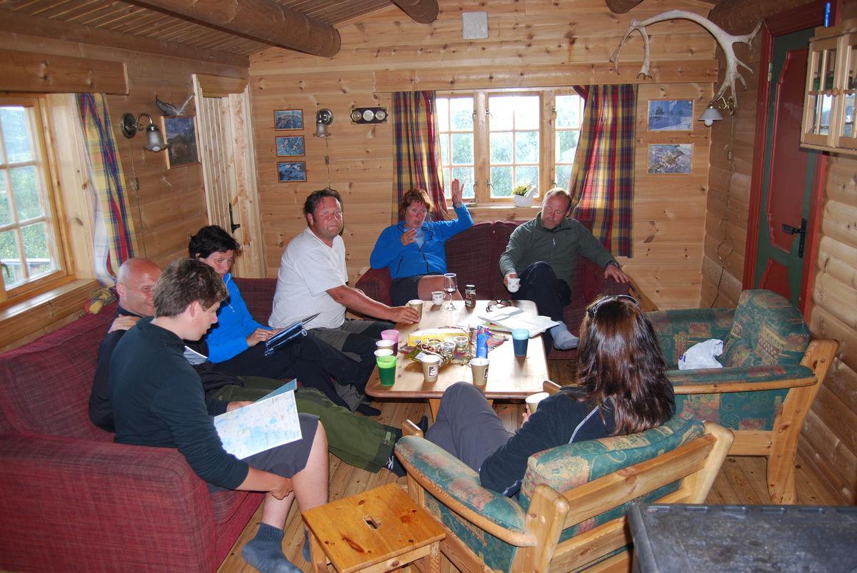 Dag 2. En kort dagsmars gir rom for  hyttekos. Her på Prestøyhytta