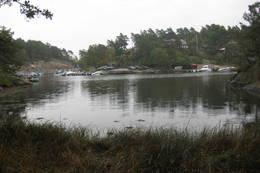Båthavna i Prestbukta i enden av Krossnesveien. - Foto: Floke Bredland