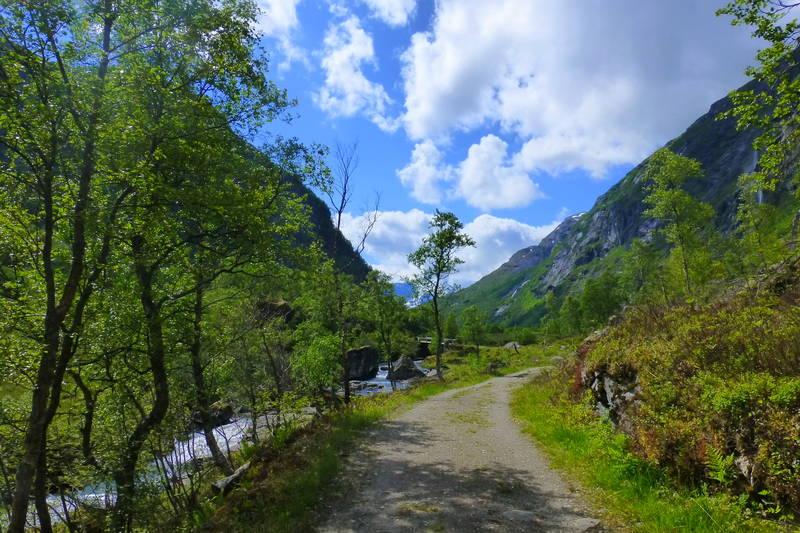 Fin gammal ferdselsveg mellom Sunnylven og Flo.