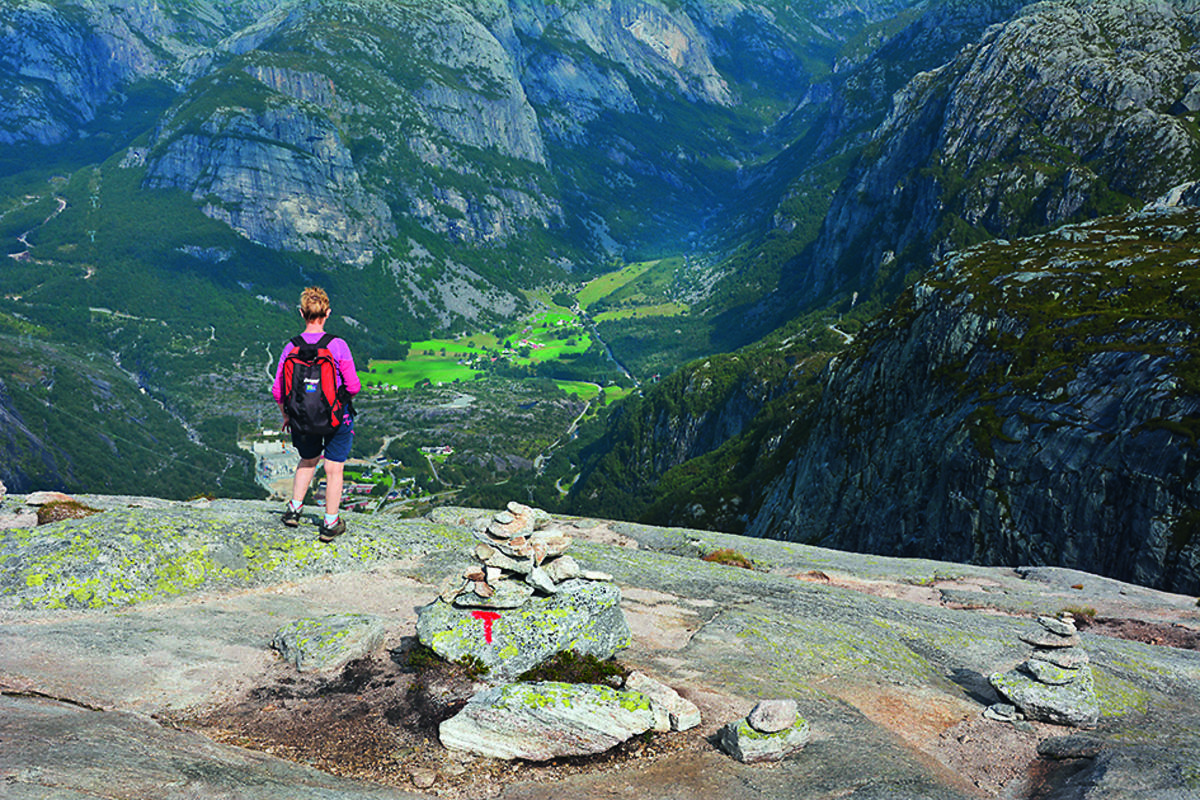 Flere steder langs løypen har du fin utsikt til Lysebotn og Lysedalen.
