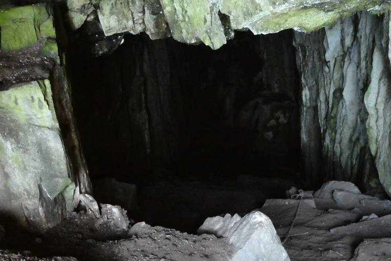 Inngangen til grotta 60 moh.