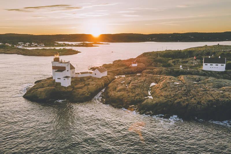 Solnedgang på Lyngør fyr