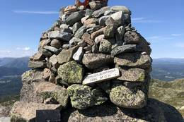 Varden på toppen av Vehuskjerringa -  Foto: Torstein Kongshem