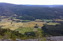 Utsikt mot gårdene i Nedre Eggedal.  - Foto: Anne Marie Lobben