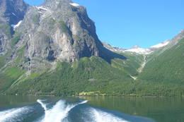 Med båten over fra Vike til Hoem - Foto: Anne Olsen Bolsønes