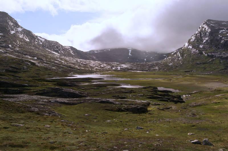 Blåvatnhyttene mellom Niingen og Skittendalstinden.