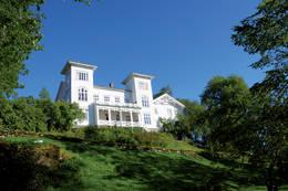 Det gamle staselige hovedbygningen på Rein fra 1866. - Foto: Asgeir Våg