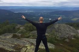 Utsikt mot Gvarv og Akkerhaugen - Foto: Knut H Solhaug