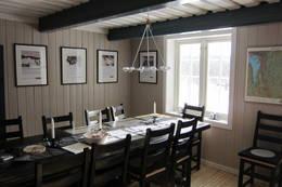 2 meter langt langbord for gode måltider i stua. - Foto: Hilde Løken Magnussen