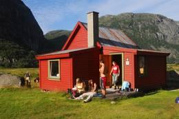 Viglesdalen består av to hytter. Bildet viser den eldste og minste -  Foto: Stavanger Turistforening