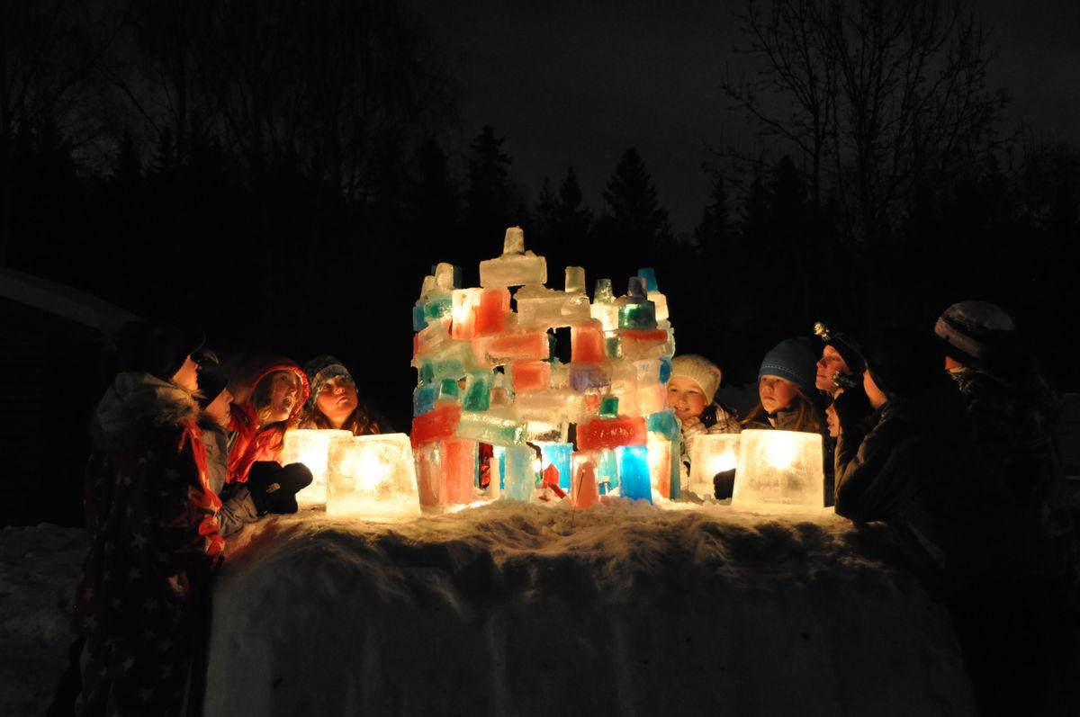 Kreativt arbeid på vinterferieleiren gir flotte stemninger.