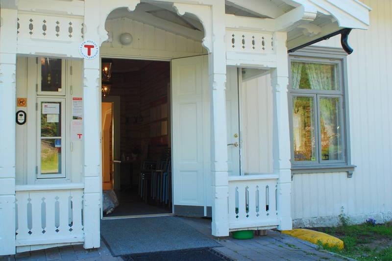 Her er det kafé i helgene, sjekk Breivolls nettsider for åpningstider.