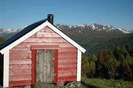Eit av fleire gamle og velhalde hus på Skagestølen -  Foto: Trude Hansen Folkestad